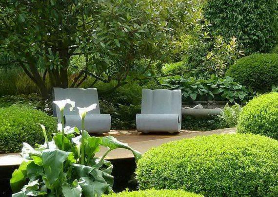 Feng-Shui-Garten-Sonnenliegen-Natursteinboden-Terrasse